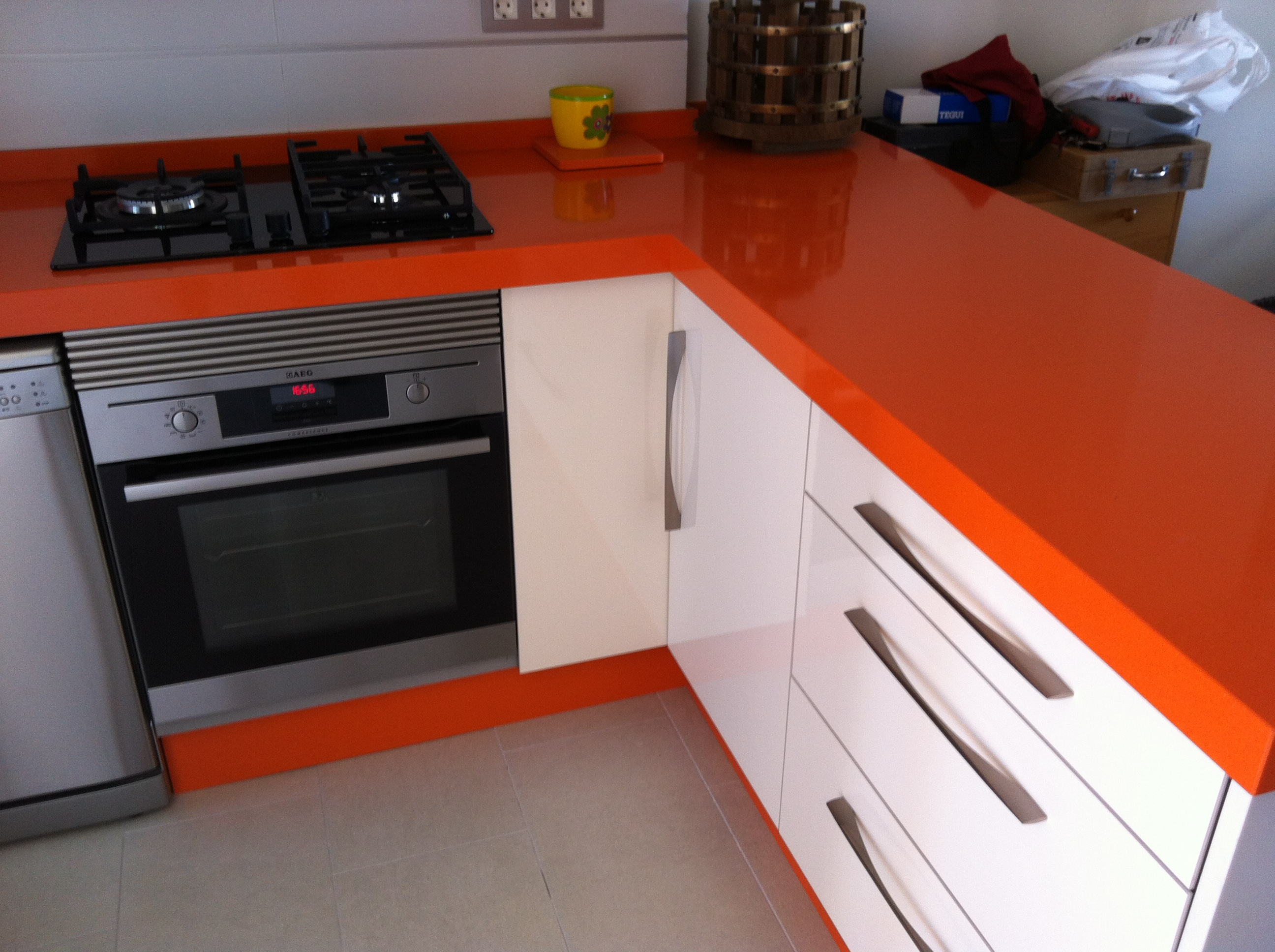 M rmolista alicante silestone orange cool kitchen - Mesas de cocina de silestone ...